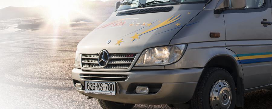 Minibus me qira për udhëtime me grupe të vogla